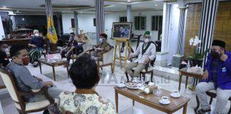 GANJAR REMBUGAN DENGAN MAHASISWA TERKAIT PENANGANAN COVID-19