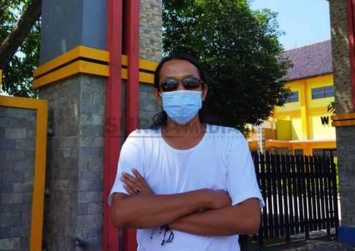 PELUKIS ASAL REMBANG LELANG LUKISAN BANTU PASIEN COVID-19