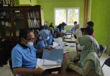 Jemput Bola, Disdukcapil Berikan Pelayanan Kepemilikan Akta Kelahiran di Karimunjawa